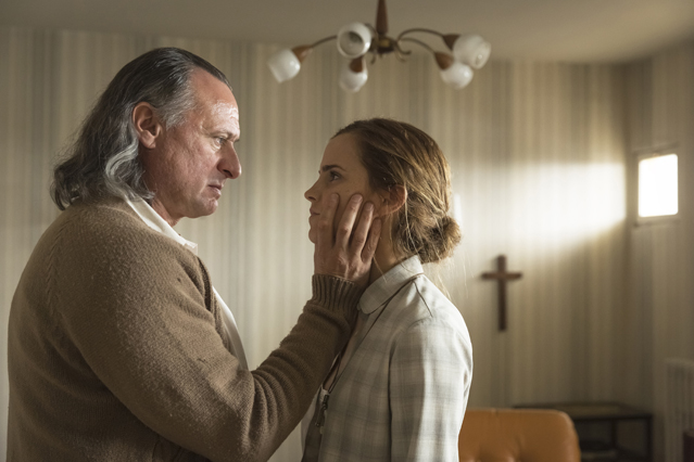 "Paul Schäfer (Michael Nyqvist), Lena (Emma Watson) in ""Coloniaâ€"